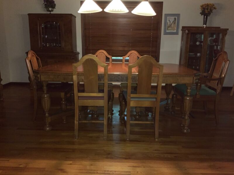 Antique Walnut Dining Room Set. 9 pieces + 2 leaves. Excellent, Sturdy 1930's.