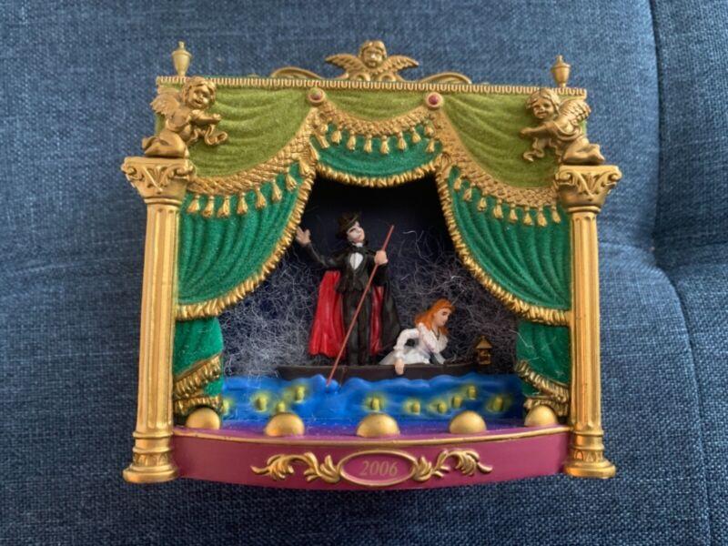 Phantom of the Opera Carlton Cards ornament, 2006, music/lights, Great Condition