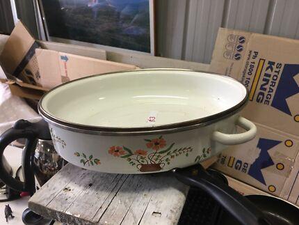 Various pots pans and fry pans