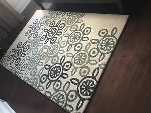 Crate and Barrel Rug 5' x 8'