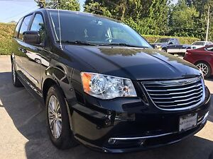 2016 Chrysler Town & Country Touring-L LOCAL, NO ACCIDENTS, O...