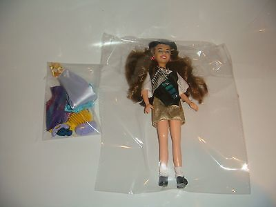 TYCO BLOSSOM RUSSO TV DOLL LOOSE COMPLETE WITH ACCESSORIES (C) 1993 MAYIM BIALIK
