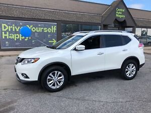 2015 Nissan Rogue SV/ awd / panoramic sunroof / 17 alloy rims