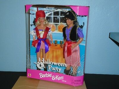 HALLOWEEN PARTY Barbie & Ken Gift Set Pirate Costumes LONG PONYTAIL ON KEN SE 98 ()