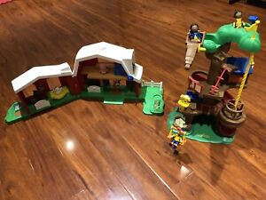 Caiou's tree house and farm toys