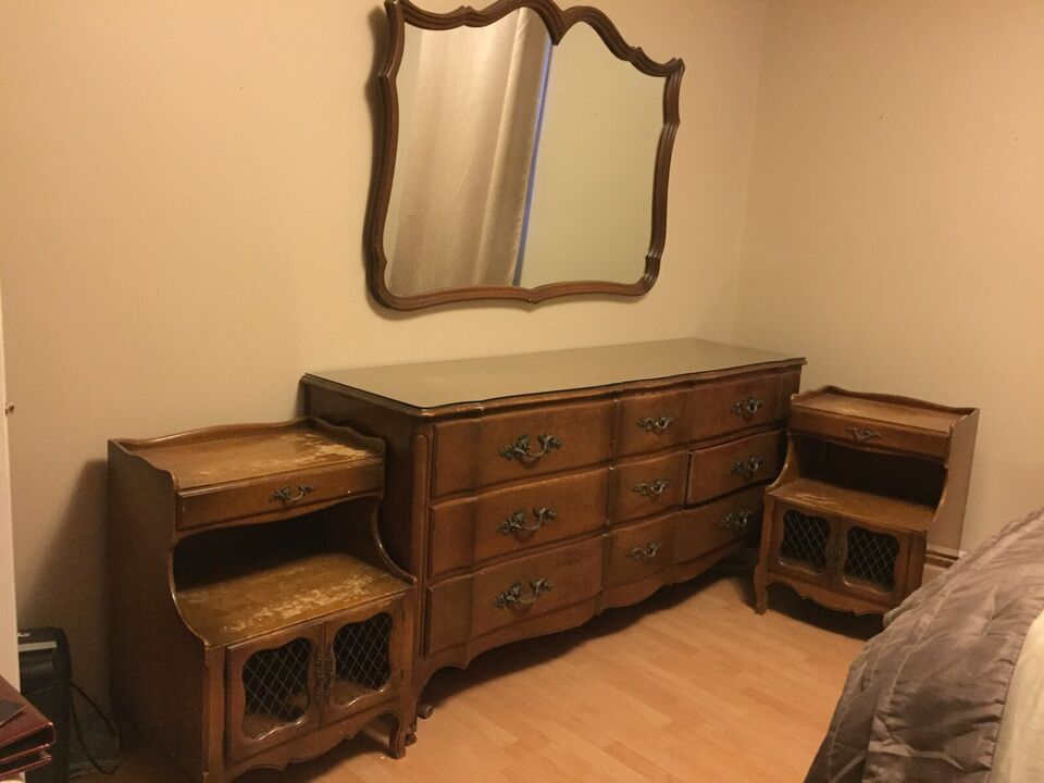 Solid Wood Dresser Mirror And 2 Night Tables Dressers Wardrobes