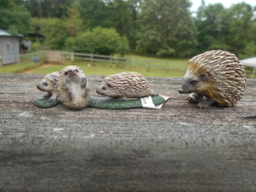 HEDGEHOG AND PUPS by Schleich/ toy/ 14623/ 14337/ RETIRED
