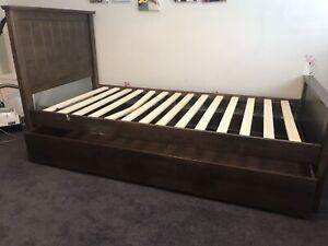 TRUNDLE BED/storage Solid timber Single bed frame URGENT SALE ASAP