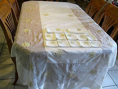 Christmas Tablecloths And Napkins (Christmas Holiday  or special occasions Banquet size tablecloth  and 12)