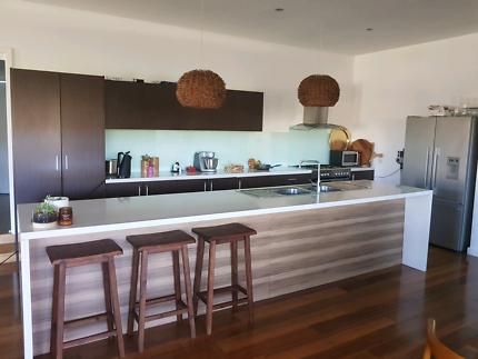 Second hand modern kitchen includes oven, rangehood,  LOT