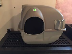 Litter Box -Easy to clean