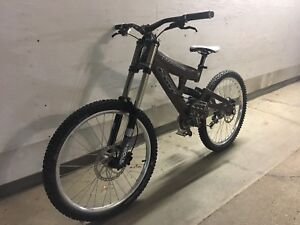Downhill bike - cove playmate - ready to ride !