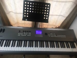 Yamaha MM8 keyboard
