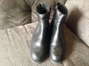 Size 6 Ladies Naturalizer Winter Boots