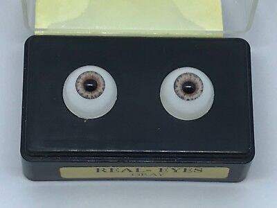 Doll Eyes, plastic, 14mm Gray by Pat Secrist (22)