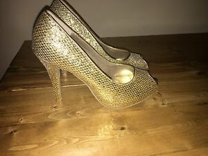 Gold heels for sale!