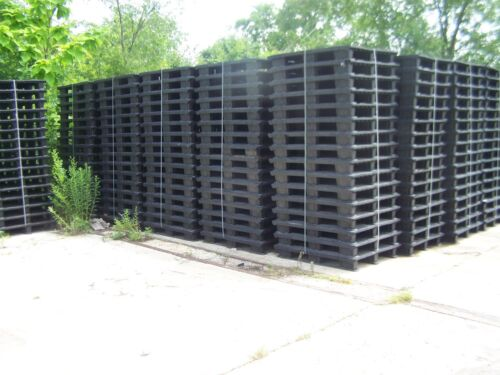 """19 UNMARKED 39.5""""x39.5"""" NESTING PLASTIC PALLETS w/ REMOVABLE RUNNER FEET STRIPS"""