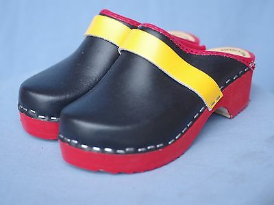 Skane Toffeln Kids Clogs - Size 28 -- FREE SHIPPING!! (Childrens Size 28)