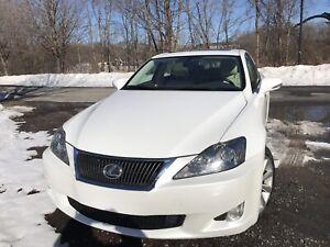 Lexus 2009 is 250 4 p - Manuel cuir- toit ouvrant - 103 600 km