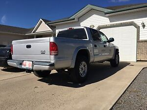2003 Dodge Dakota 4X4,  V8  Magnum. Rebuild engine with 120000km