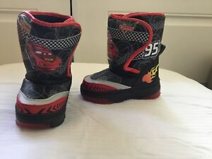 Toddler boys size 5 / 6 winter boots Cars (never worn)