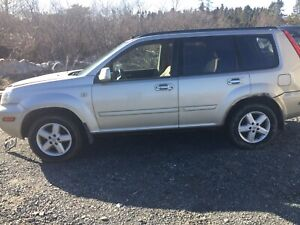 2005 Nissan xtrail 4x4 300,000 kms auto works good