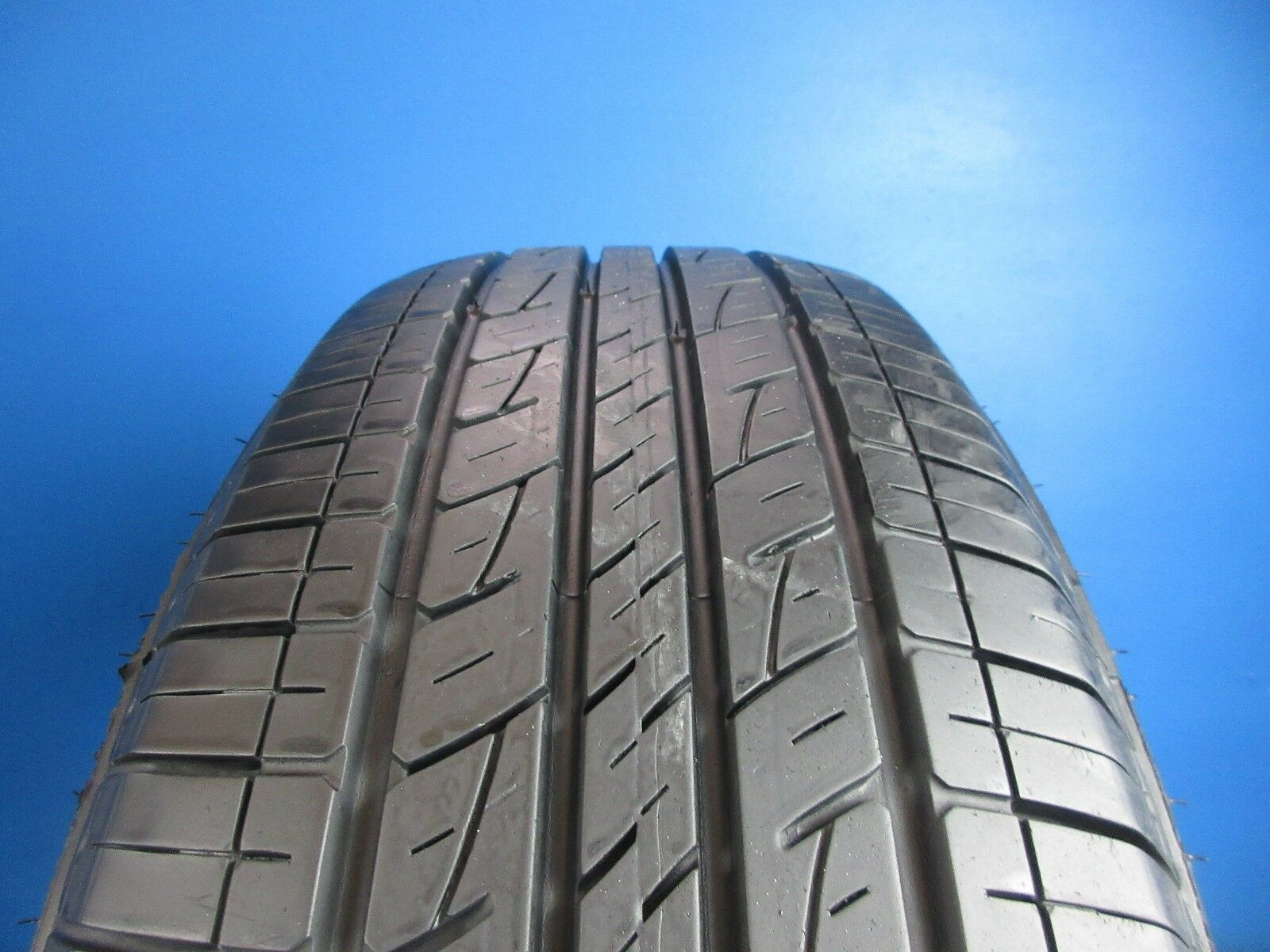 One Used Kumho Solus KL21  235 65 17  8/32 Tread No Patch  C1574