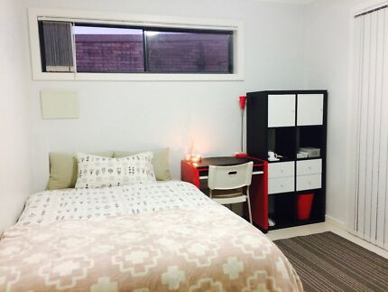 *****A double bedroom for a tidy single female****