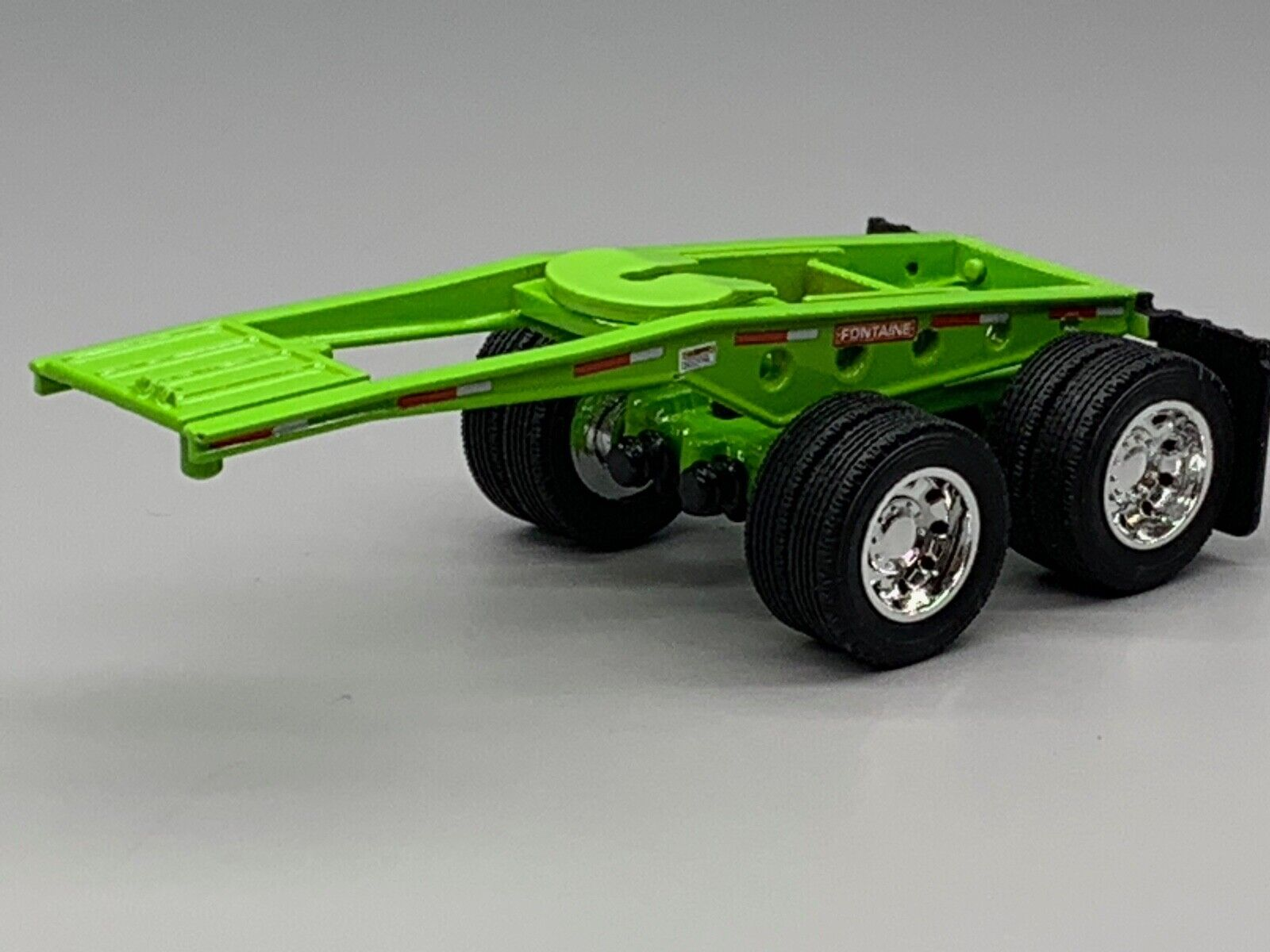 1/64 DCP LIME GREEN FONTAINE MAGNITUDE LOWBOY JEEP 1