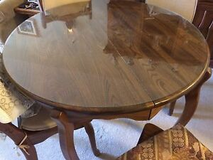 Oak Table and Chairs with Buffet/hutch