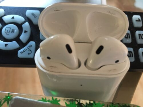 Apple AirPods 2nd Generation With Charging Case MV7N2AM/A - Authentic - $65.00