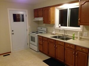 ***BEAUTIFUL BURLINGTON APARTMENT UTILITIES INCLUDED ***