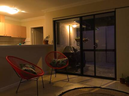 Semi-ensuite room available in cool beach pad! Doubleview Stirling Area Preview
