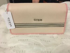 New GUESS wallet collection