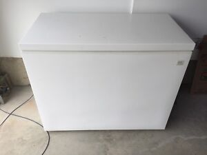 Kenmore 14 cubic foot chest freezer