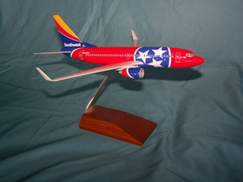 SOUTHWEST AIRLINES TENNESSEE ONE  737-700 1:130 DESK MODEL SKYMARKS - EXECUTIVE