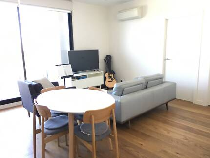 Modern Room for rent in Hawthorn East-Close to public transport