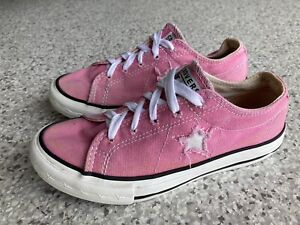 Pink girls size 1 US CONVERSE shoes 💕