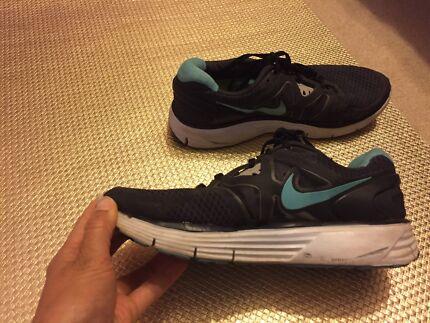 Women's 8.5 Nike Cross Trainer