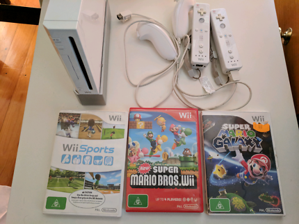 Nintendo Wii with 3 games in good condition