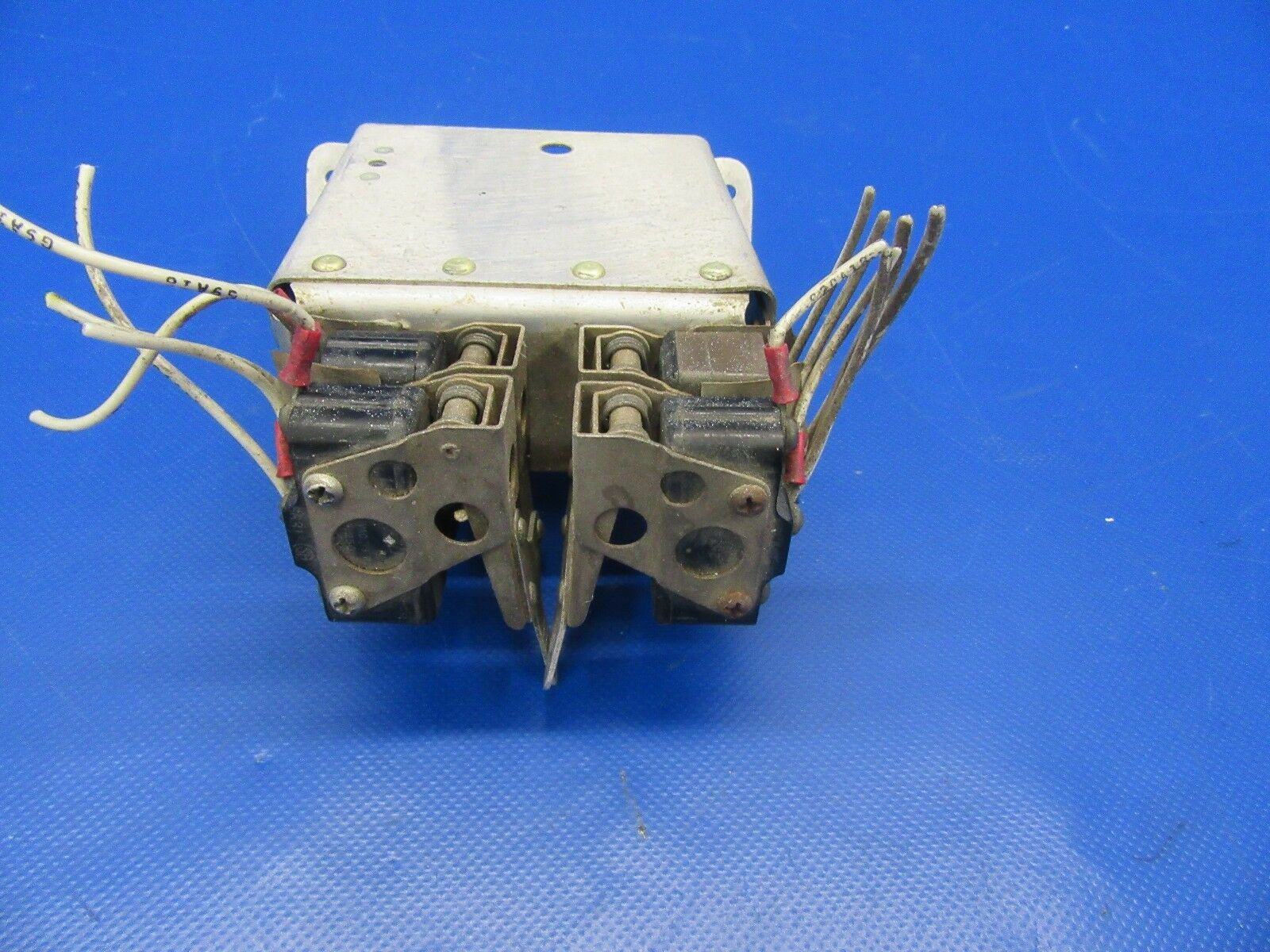 Beech Baron D55 Landing Gear Limit Switches & Bracket P/N 95-364011 (1017-143)