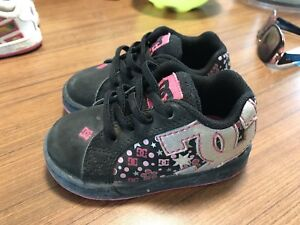 Size 6 wide dc shoes
