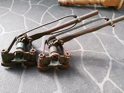 Floor clamps x2 in great condition
