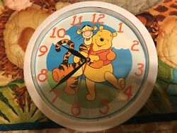 Winnie The Pooh Clock 10 round and use 1 AA battery (not included)Lot 0321