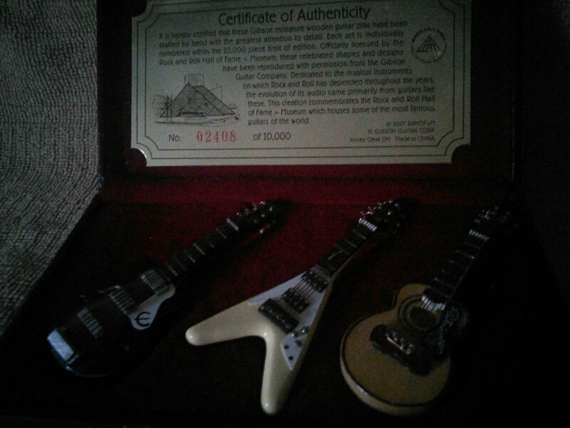 OFFICIALLY LICENSED ROCK AND ROLL HALL OF FAME miniature guitar pins 02408.