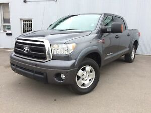 2013 Toyota Tundra SR5, 4X4, BACKUP CAM, SUNROOF.