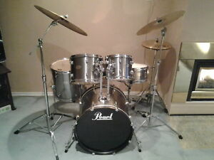 EXCELLENT CONDITION 5 PC PEARL FORUM  DRUM KIT