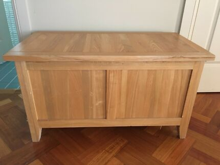 Chest timber trunk