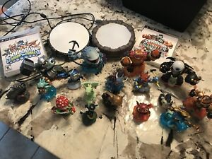 Skylanders - 2 PS3 games, 17 figurines & 2 portals