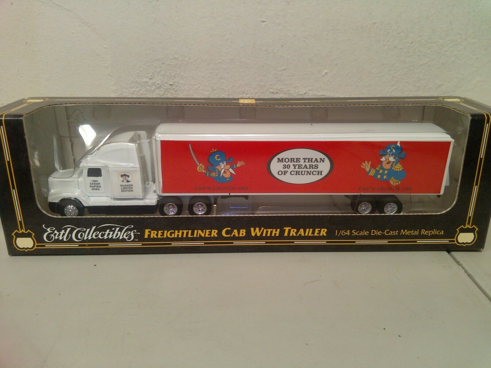 ERTL COLLECTIBLES FREIGHTLINER RARE CAPTAIN CRUNCH 1/64TH SCALE